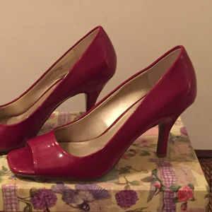 Red patent open-toed pumps - sassy sensation